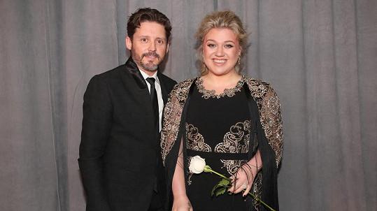 Kelly Clarkson se rozvádí.