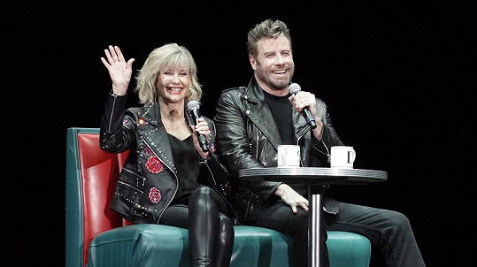 John Travolta a Olivia Newton-John pozdravili fanoušky Pomády.