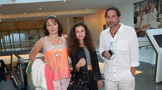 Bára Munzarová s dcerou Aničkou a partnerem Martinem Trnavským