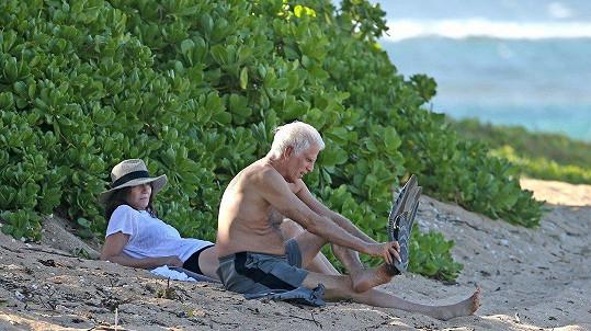 Ted Danson na Havaji s manželkou