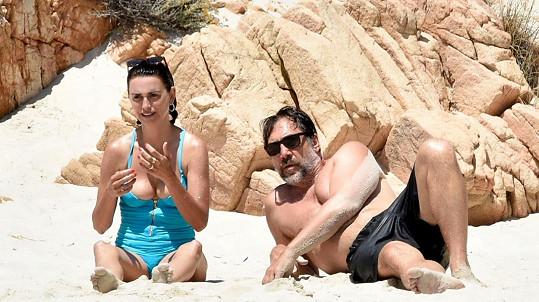 Penélope Cruz a Javier Bardem se slunili na Sardinii.