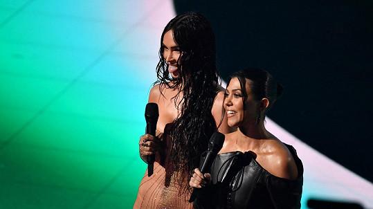 Kourtney Kardashian a Megan Fox nažhavily fanoušky.