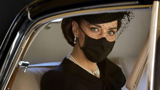 Vévodkyně Kate je dokonalou oporou budoucího panovníka, shodují se Britové.