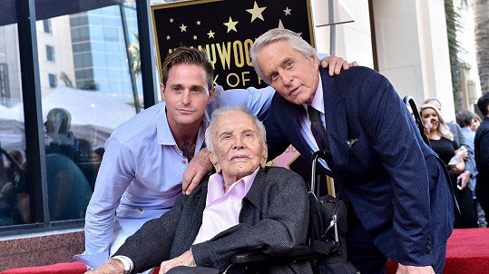 Michael Douglas s otcem Kirkem a synem Cameronem