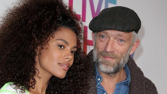 Vincent Cassel a Tina Kunakey mají dceru.