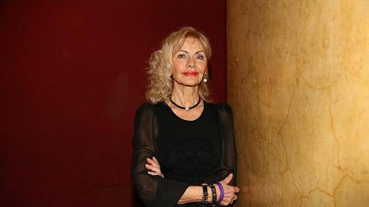 Slovenská zpěvačka Helena Blehárová úspěšně vzdoruje proudu času.