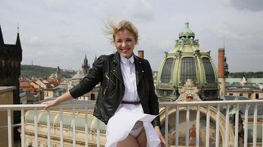 S Aničkou Slováčkovou si pohrál vítr.
