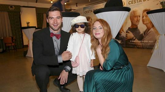 Lucie Šteflová s přítelem a dcerou