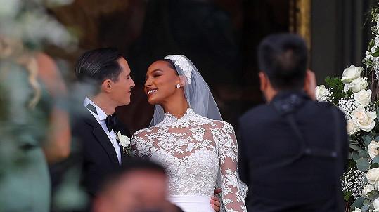 Jasmine Tookes se vdala.