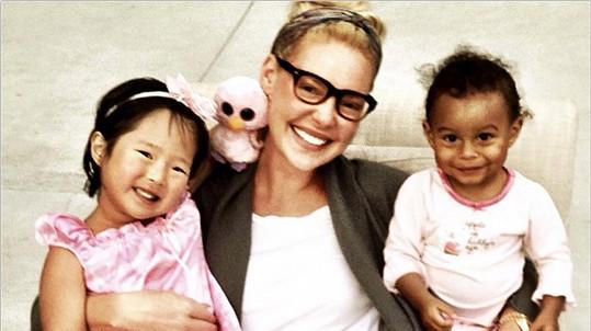 Katherine Heigl s adoptovanými dcerami