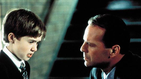 Haley Joel Osment a Bruce Willis v Šestém smyslu
