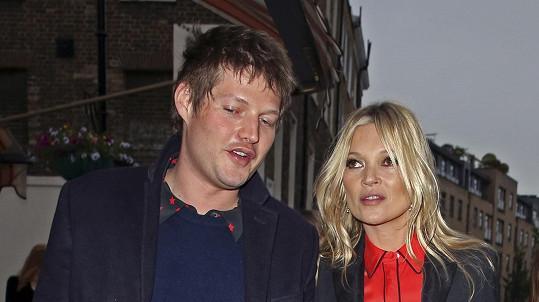 Kate Moss to dala opět dohromady s aristokratickým zajíčkem.