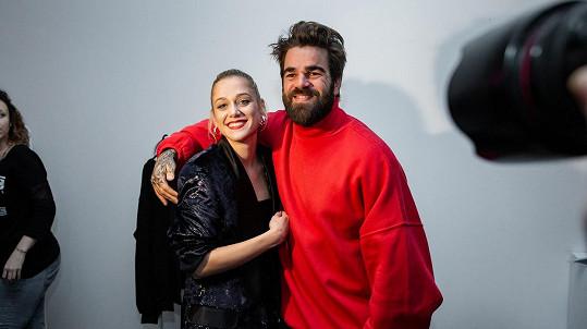 Emma Drobná s přítelem