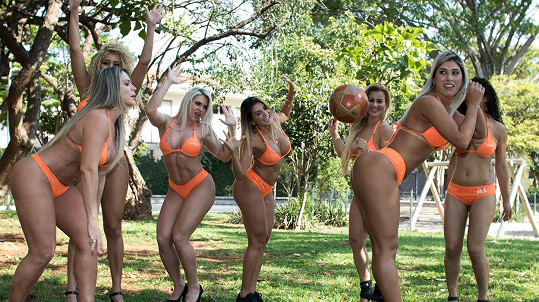 Holky z Miss BumBum hrály fotbal.