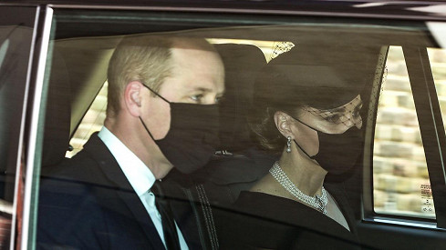 Princ William s vévodkyné Kate dorazili na Windsor.