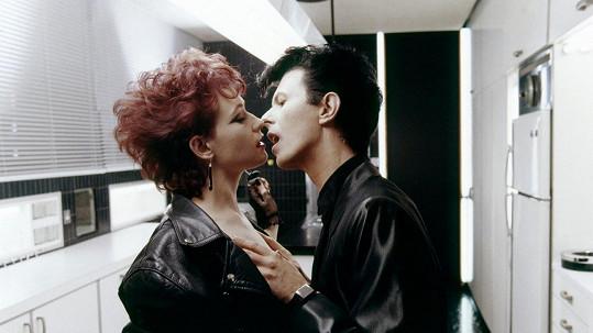 Susan Sarandon se zpětně rozpovídala o románku s Davidem Bowiem.