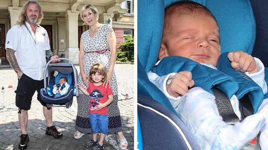 Pepa Vojtek ukázal novorozeného syna Alberta.