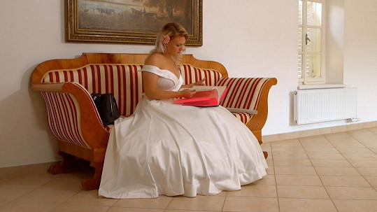 Čtvrtá nevěsta Simona si na obřad musela počkat.