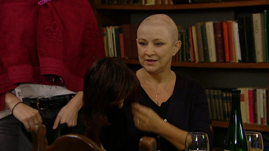Postava Zlaty Adamovské v Ordinaci bojuje s rakovinou prsu.