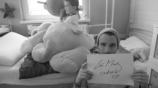 Leoš Mareš vyzývá k podpoře nemocných dětí.