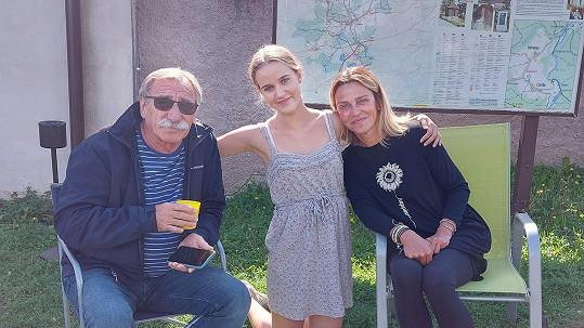 Pavel Zedníček s vnučkou Amélií a dcerou Lucií