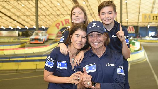 Emerson Fittipaldi s manželkou a dětmi