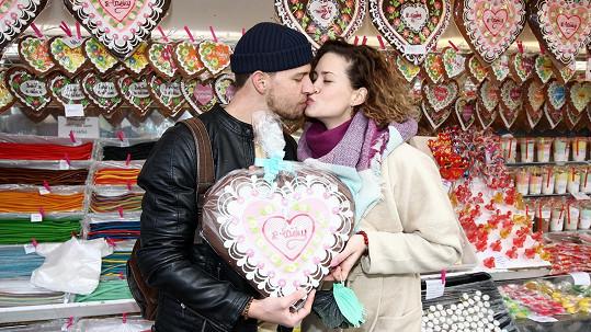 Peter Pecha a jeho krásná snoubenka Kateřina