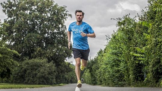 Skolí ho na Olomouckém půlmaratonu spalující žár, nebo hromy a blesky?