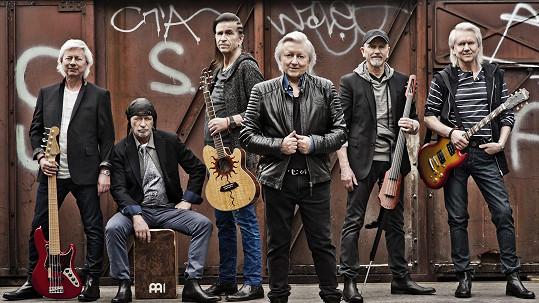 Skupina Václava Neckáře Bacily letos oslavila 45 let na scéně...