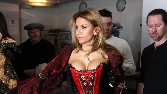 Yvetta Blanarovičová na zkoušce kostýmů pro muzikál Angelika.
