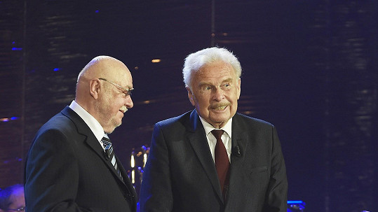 Luděk Munzar (vpravo) na narozeninovém koncertu Václava Hybše