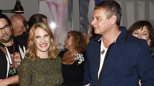 O 23 let mladší režisérova manželka souhlasila s návrhem, že dcera dostane jméno Sofie.