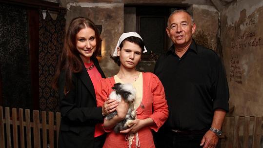 Ivan Vyskočil s přítelkyní (vlevo) a dcerou