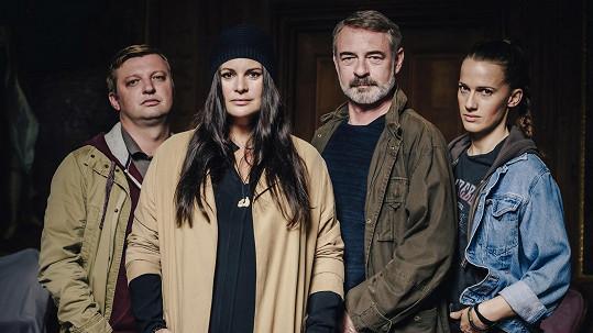 Diváci se opřeli do představitelů hlavních rolí v novém seriálu Hlava Medúzy.
