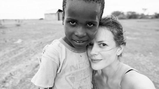 Andrea Růžičková s tanzanským chlapcem