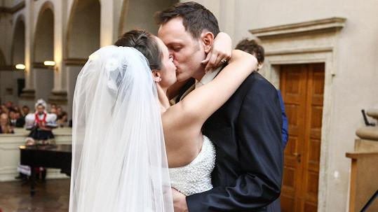 Jan Kříž a Maruška Blahynková si dnes řekli svá ano.