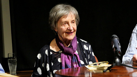Nina Divíšková v Malostranské besedě