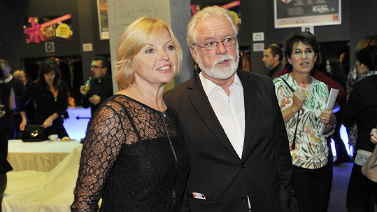 Jaromír Hanzlík a Lenka Kozlová na premiéře muzikálu Bonnie & Clyde