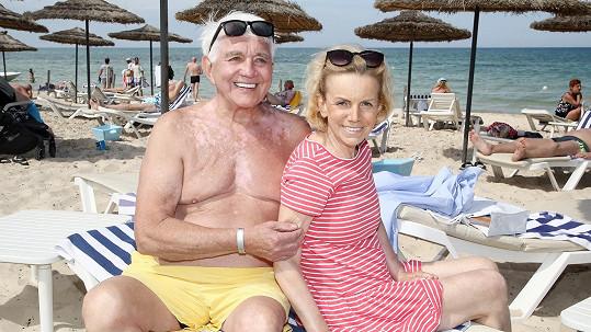 Manželé Krampolovi si užívají konečně sluníčka v tuniské Súse.