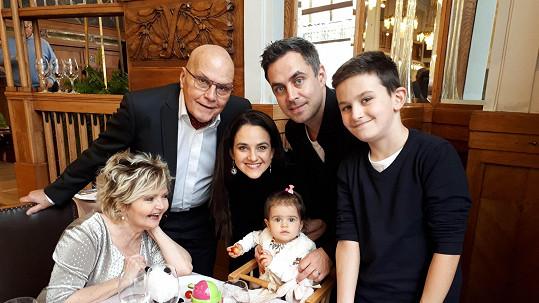 Eva Hrušková s rodinkou