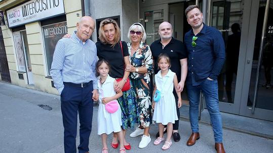 Petr Nárožný s rodinou