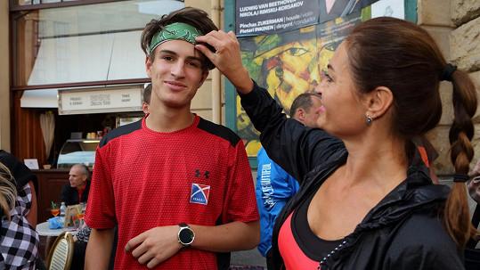 Hanka se účastnila Běhu pro ženy pořadaného známou sportovní značkou. Její syn s manželem se účastnili hlavního závodu na deset kilometrů.
