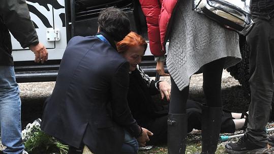 Iva Janžurová vypadla z auta během natáčení scény ve filmu Decibely lásky.
