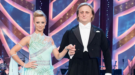 Lukáš Pavlásek a Lucie Hunčárová tančili waltz.