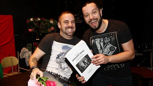 Roli Pepy Vojtka zpívají Ruda z Ostravy a Petr Kutheil.
