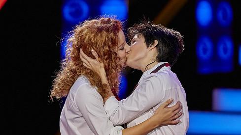 lesbický polibek obrázky lesbo sex zdarma