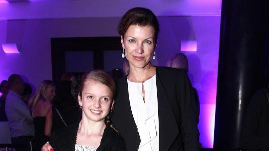 Elen Černá s dcerou Amélií na módní přehlídce