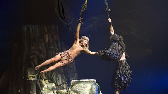 David Gránský předvádí v muzikálu Tarzan tělo jen v bederní roušce.