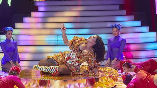 V 7. kole ztvárnila rapperku Cardi B s písní I Like It.