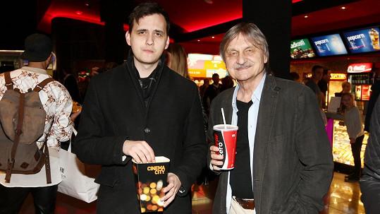 Pavel Soukup vyrazil se synem do kina.